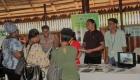 UG volunteers taking about research in Iwokrama VBenn sm